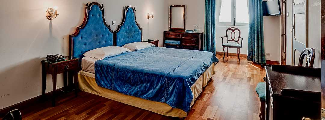 Comfortable Twin Standard room tastefully furnished with period furniture and fittings