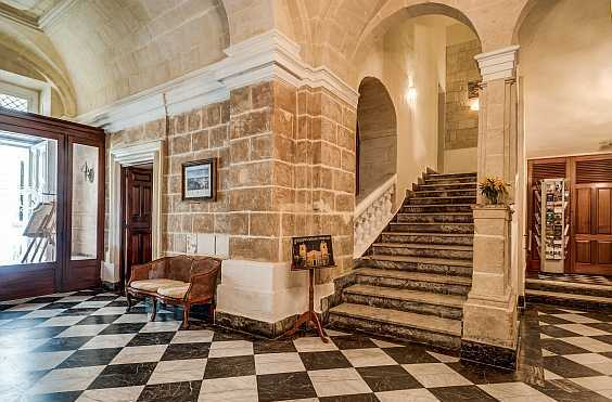 We welcome our guests to have a pleasant stay at the Castille Hotel, in Valletta