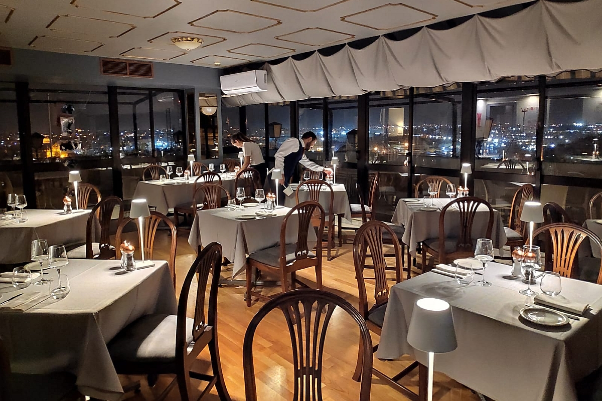 Le Cinq rooftop restaurant, on the 5th floor at the Castille Hotel