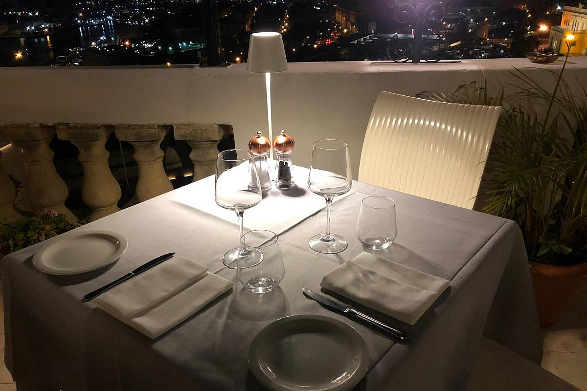 Le Cinq rooftop restaurant at Castille Hotel
