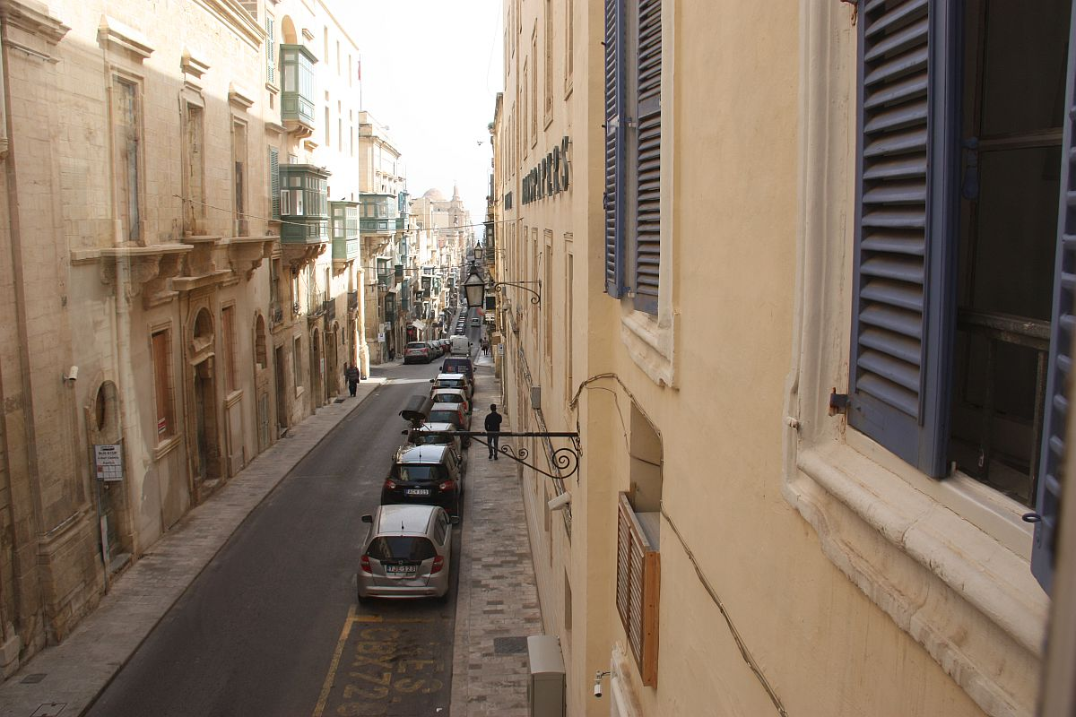 Single room overlooking St. Paul Street in Valletta