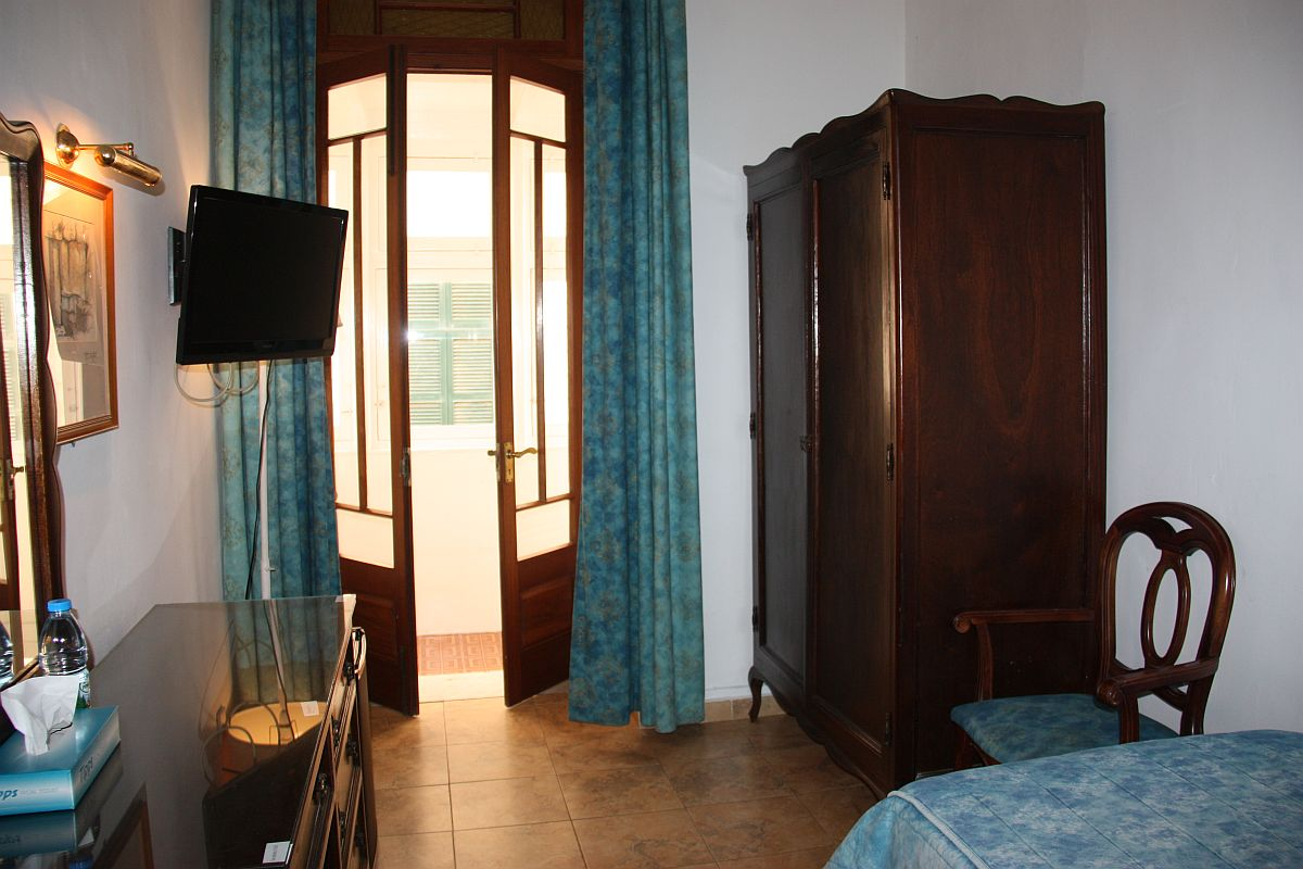 Comfortable single room at Castille Hotel