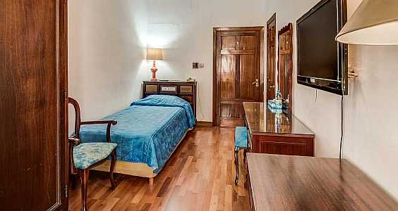 Comfortable and spacious single rooms at Castille Hotel