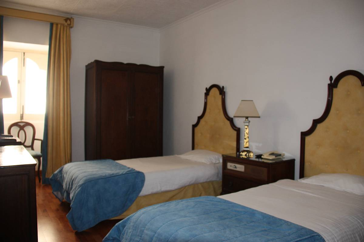 Spacious and cosy twin standard room at Castille Hotel