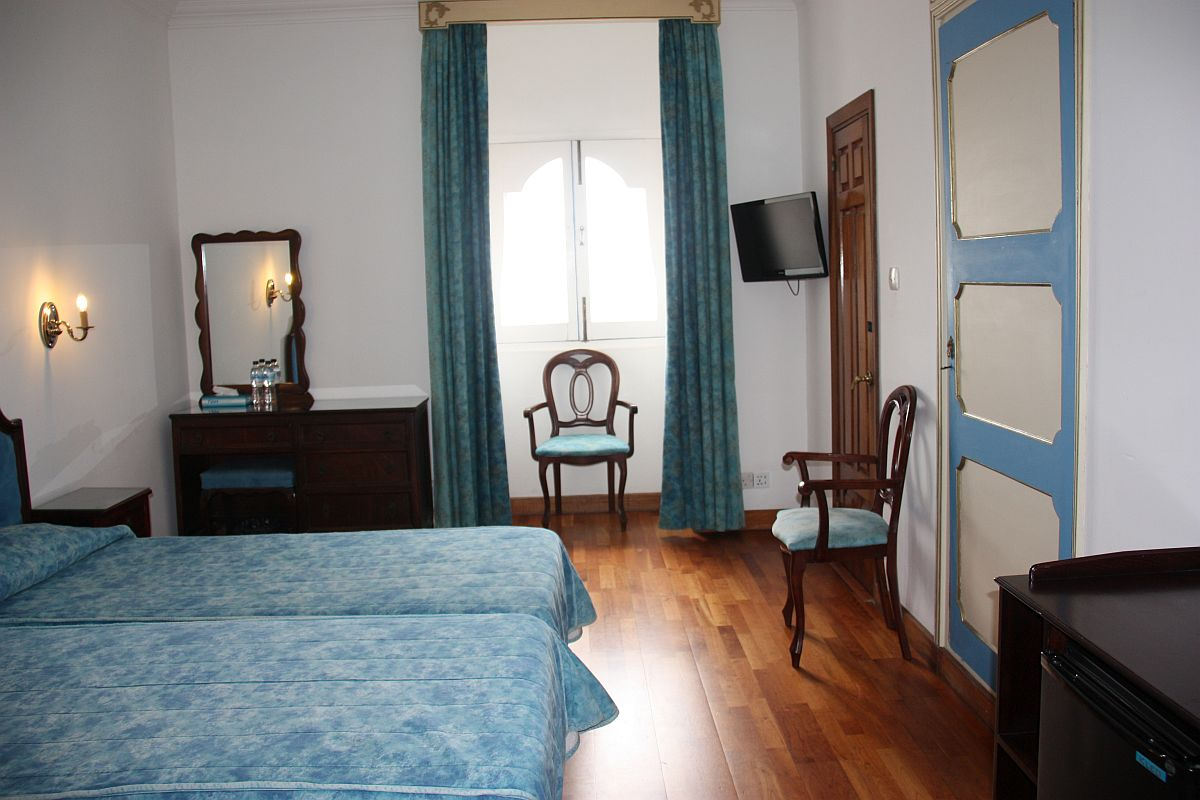 Twin Standard Room at Castille Hotel